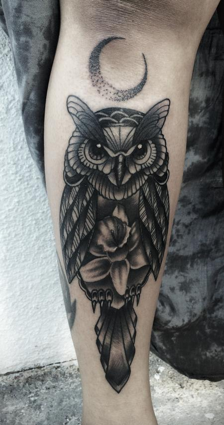 Traditional black an gray owl with daffodil tattoo, Frichard Adams Art Junkies Tattoo Design Thumbnail