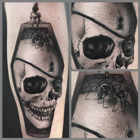 Ryan Mullins - black and grey realistic skull with spider tattoo, Ryan Mullins Art Junkies Tattoos