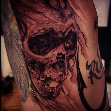 Big Gus - black and grey skull tattoo
