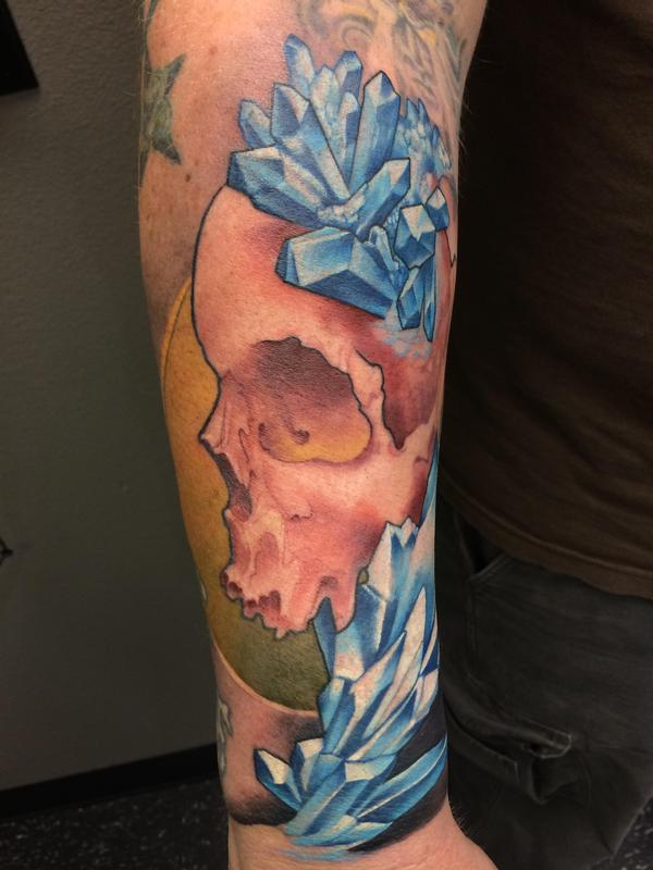 Crystal skull by wade rogers tattoonow for Best tattoo shops in missouri