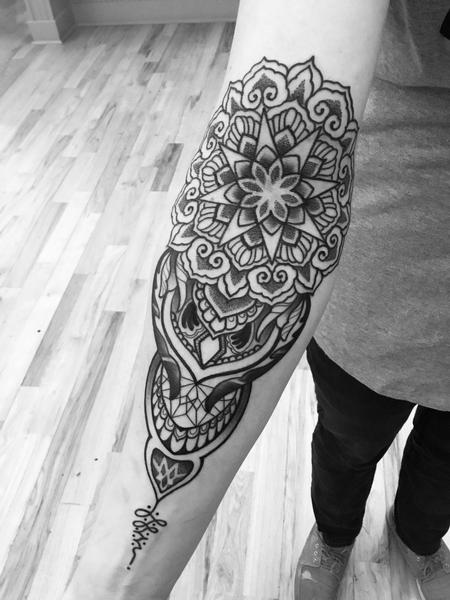 Mandala and geometric design Design Thumbnail