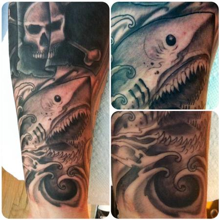 Tattoos - filling space on the wrist with shark and waves - 80621