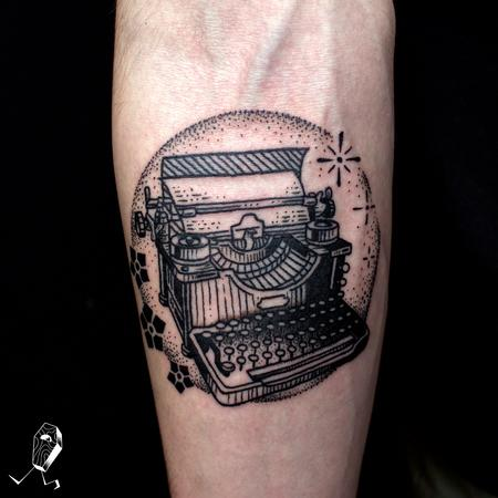 Dedleg - Vintage Illustrative Typewriter