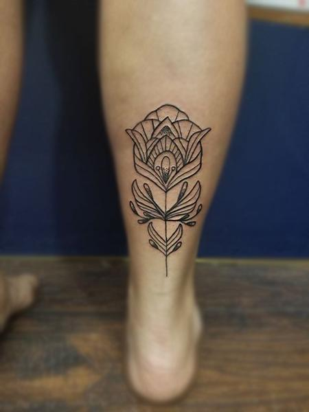 Cassie L. - Simple linework flower