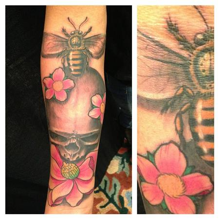Tattoos - Skull and Bee - 79870