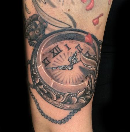 http://www.galleryoftattoosnow.com/DiegosArtHOSTED/images/gallery/medium/Pocket-Watch-Black-and-Gray-Tattoo.jpg