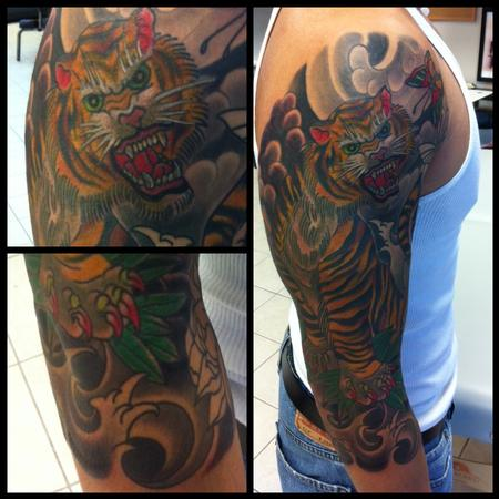 Deluxe tattoo tattoos traditional japanese dragon tiger for Japanese tattoo chicago