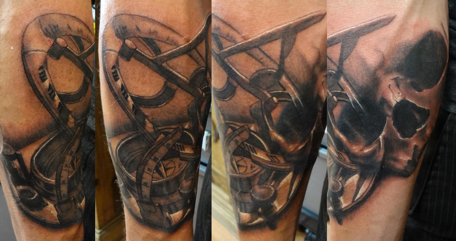 skull and sundial by ian robert mckown tattoonow. Black Bedroom Furniture Sets. Home Design Ideas