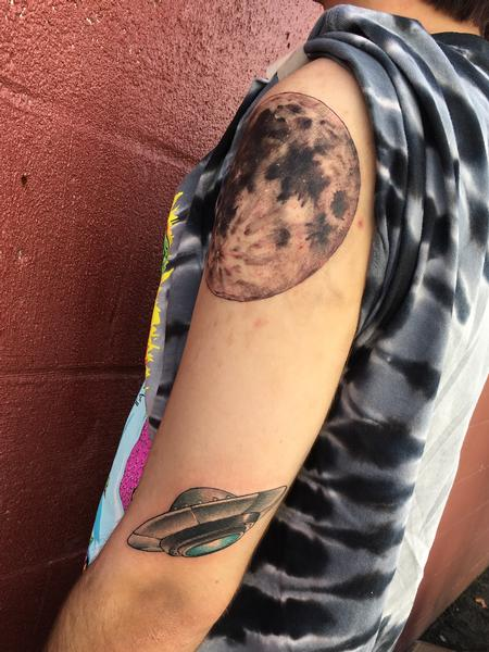 Haley Gogue - Outer space tattoo