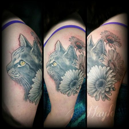 Tattoos - Cat portrait with surrounding daisies in black and gray - 104401