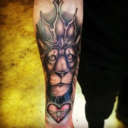 Lion with crown Tattoo Design Thumbnail