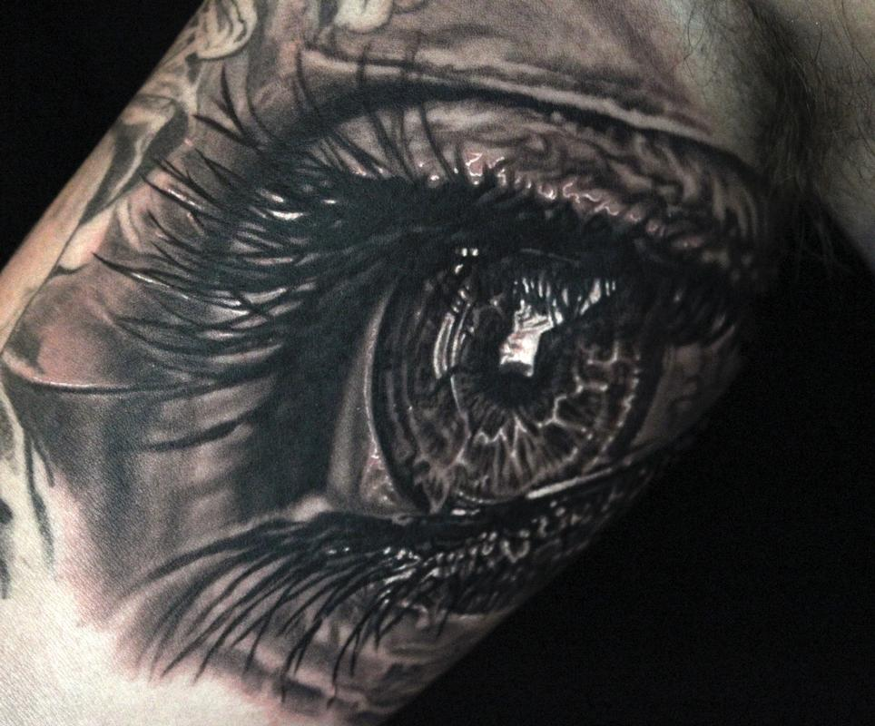 Photorealistic eye tattoo by maximilian rothert tattoonow for Eye tattoo art