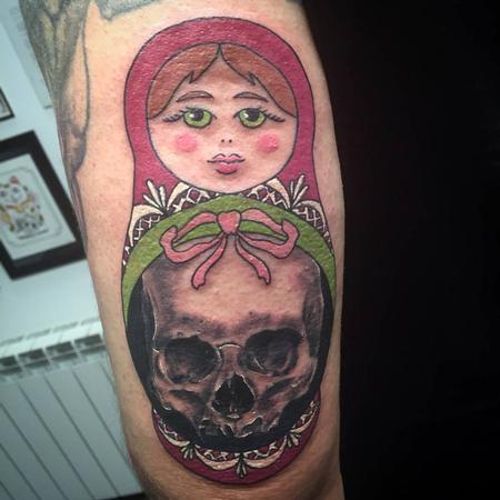 Tattoos - Matrioshka a color y calavera - 117527