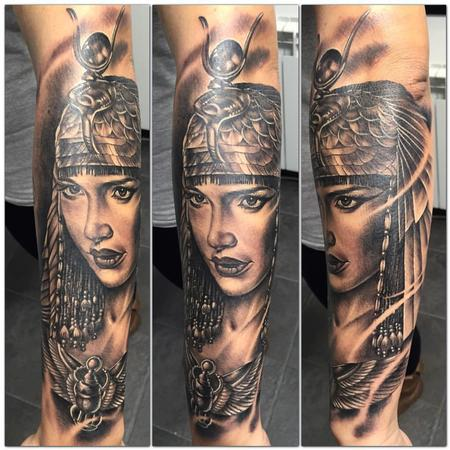 Tattoos - Cleopatra realista en negro y gris - Realistic cleopatra in black and grey - 117503