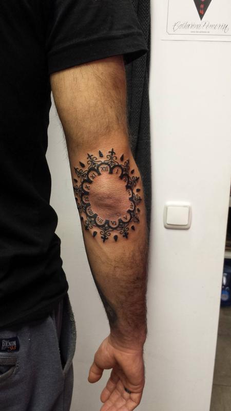 Tattoos - Reloj en el codo - Clock on the elbow - 117518
