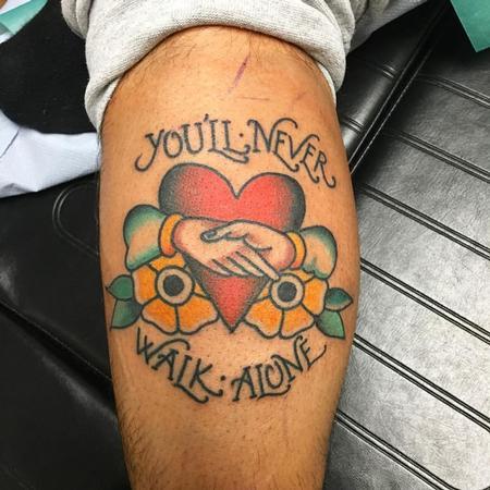 Tattoos - Coraz�n Tradicional con Manos Enlazadas - 125095