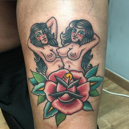 Tattoos - Gemelas con Rosa Old School - 125184