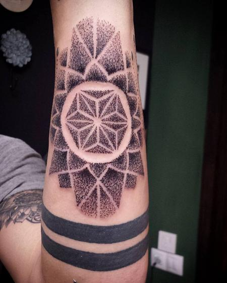Tattoos - Geometric Dotwork Mandala - 125558