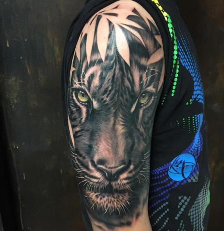 Tattoos - Realistic Tiger in Black and Gray - 127478
