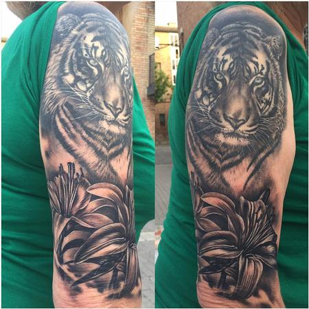 Tattoos - Realistic Tiger and Fleurs-de-Lis in Black and Gray - 127976