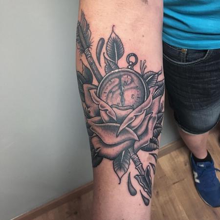 Tattoos - Rosa, Br�jula y Flecha Tradicional en Negro - 128137