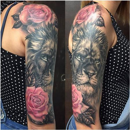 Realistic Lion in Black and Gray with Roses in Color Design Thumbnail