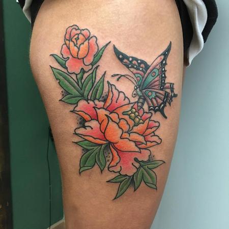 Tattoos - Peonias Estilo Tradicional Japon�s a Color con una Mariposa - 131830