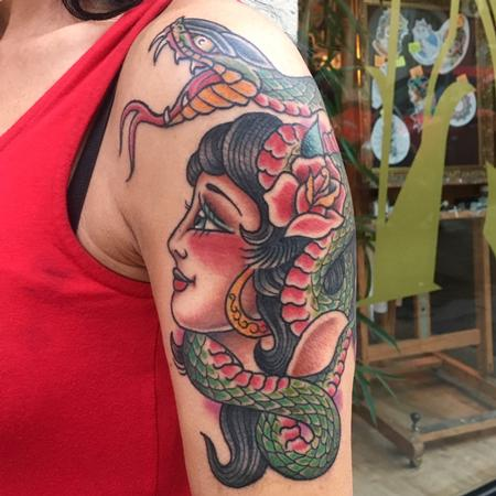 Tattoos - Chica con Serpiente Estilo Tradicional a Color - 130285