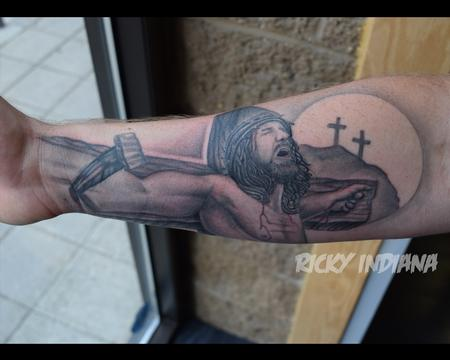 Tattoos - Jesus on the cross, playing with forced perspective - 125015