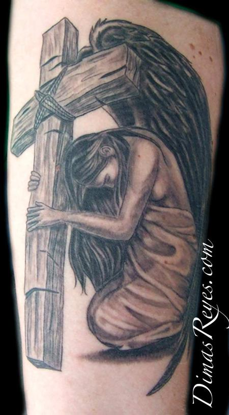 black and grey angel with cross tattoo by dimas reyes tattoos rh dimasreyes com angel holding cross tattoo cross and angel tattoo
