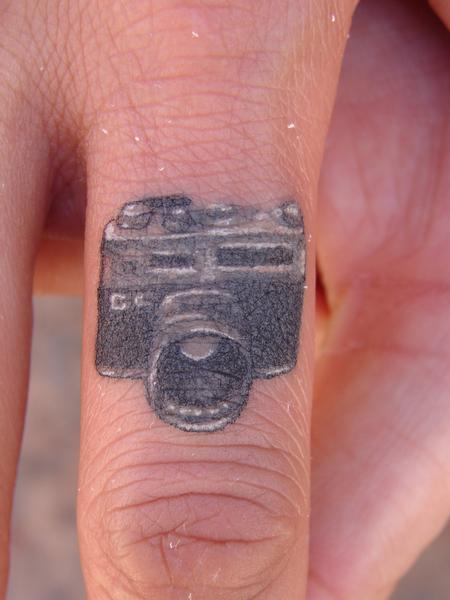 Tattoos - Miniature Camera on finger - 65939