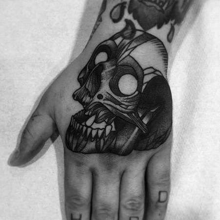 Tattoos - skull on hand - 127112