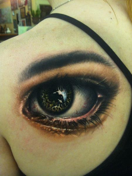Tattoos - realistic eye on shoulder blade - 73996