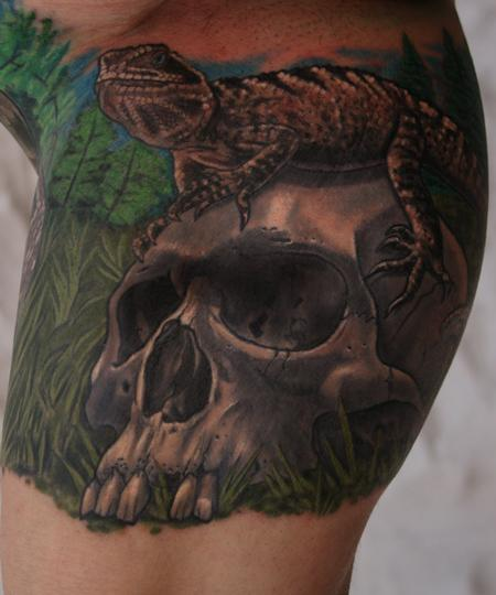 Lizard on Skull Tattoo Design