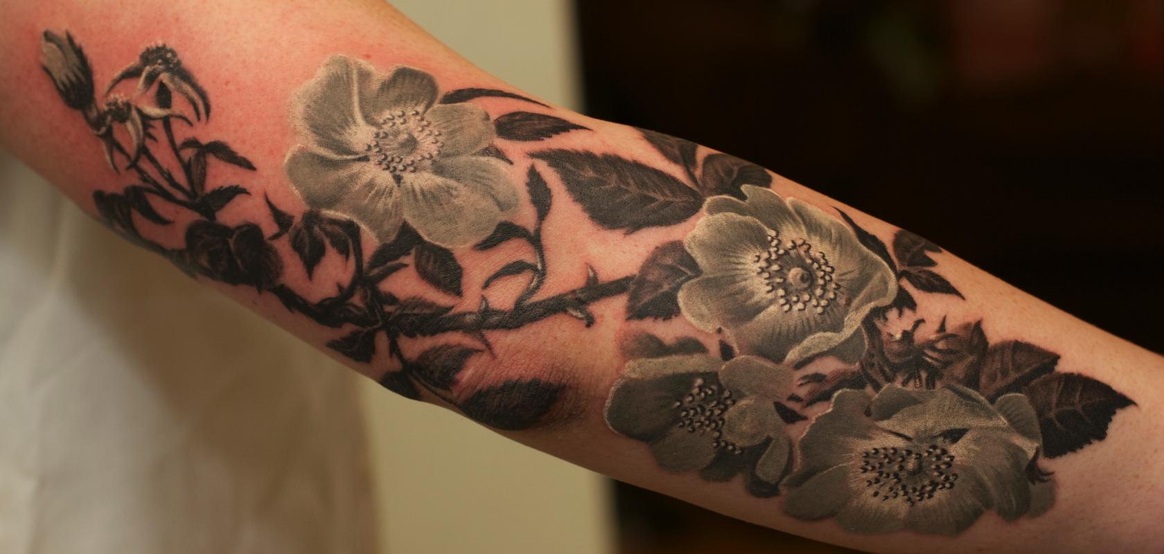 Black and grey flowers tattoo by remis tattoo tattoonow for Tattoo design black and gray