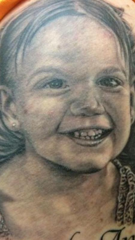 Tattoos - Portrait of little girl - 107905
