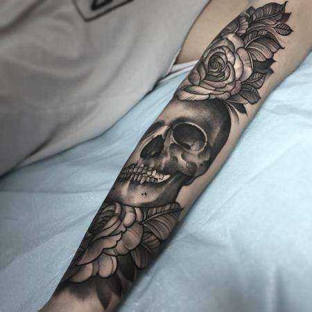 Tattoos - Black and grey skull with roses - 112177