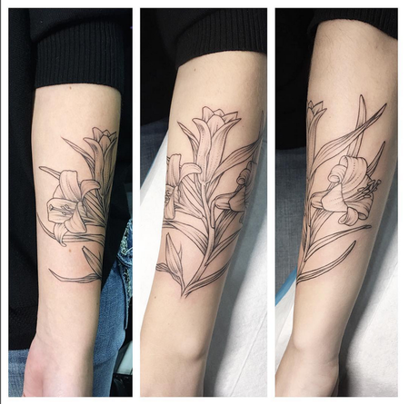 2874890d64479 Tattoos - Lillies Wrapping Forearm- Instagram @michaelbalesart - 123109