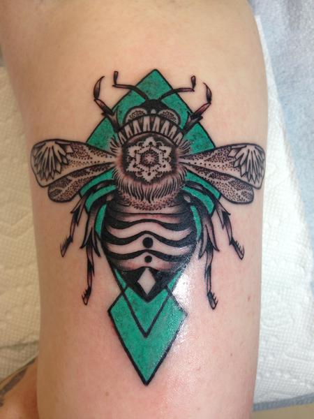 Tattoos - Bumble Bee  - 122203