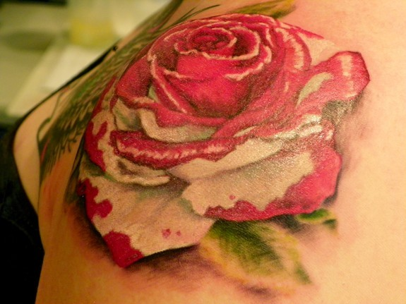 Painting the roses red by tee jay tattoonow for Red queen tattoo