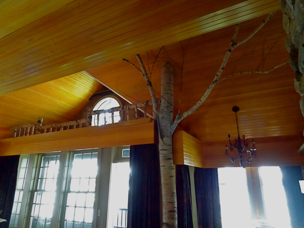 church landing tree house room