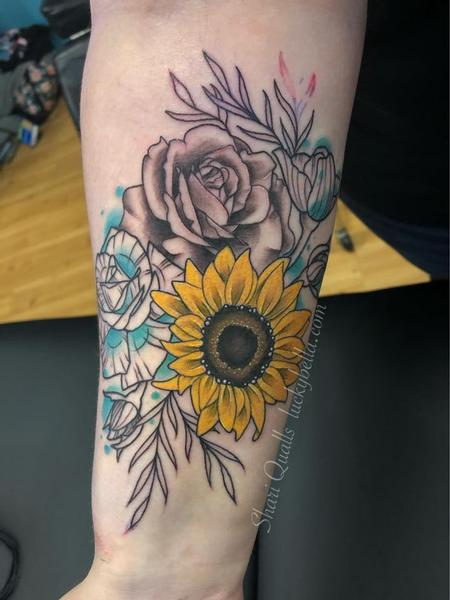 Shari Qualls - Stylized Flowers on Forearm