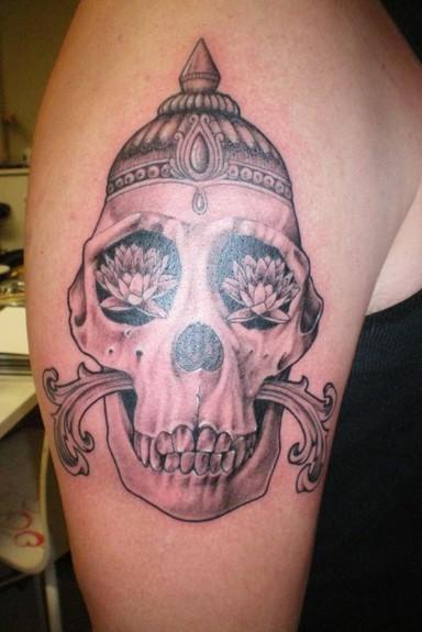 Black and gray skull Tattoo Design