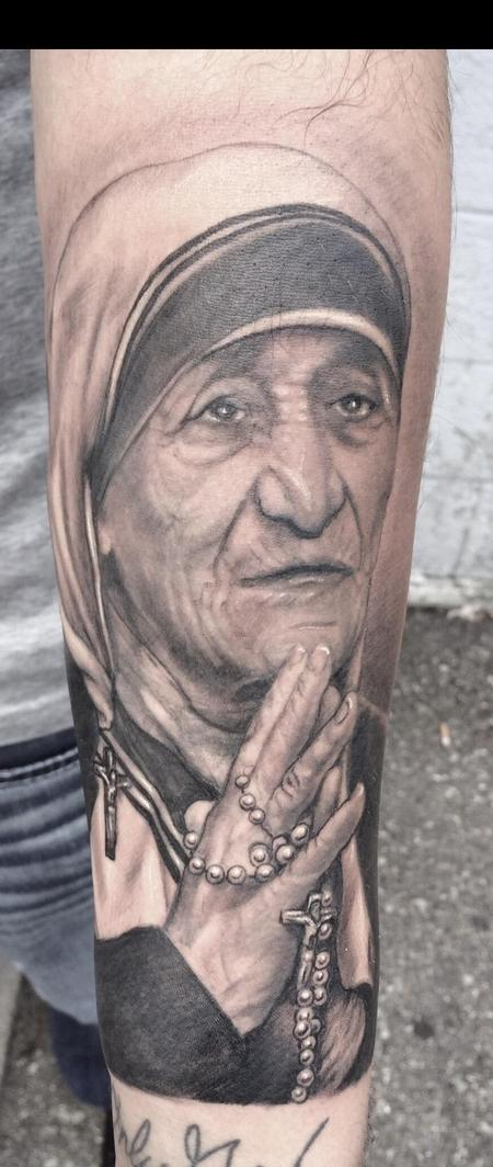 Black and Gray Mother Teresa Tattoo Design
