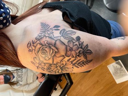 Tattoos - Stippled flowers - 142387