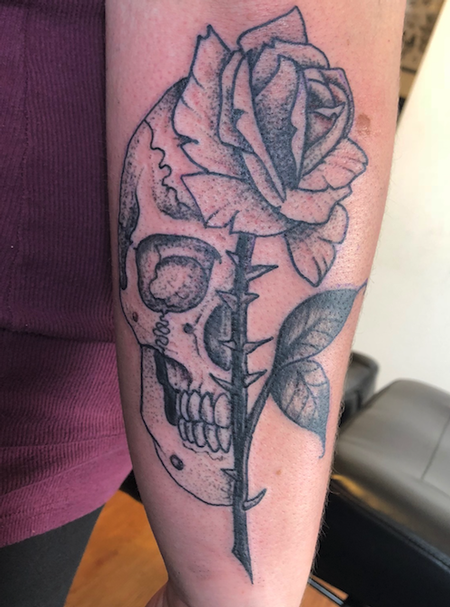 Jaisy Ayers - stipple skull n rose