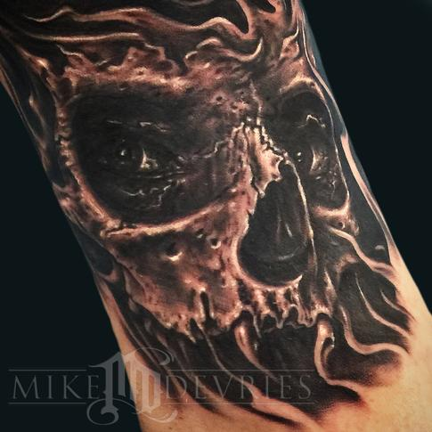 Mike DeVries - Skull on Leg